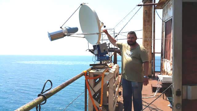 Иван Капустин испытывает новые приборы, которые потом установят на судах для определения загрязнений в морях и реках