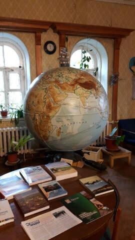 Немецкая морская мина стала корпусом этого глобуса.