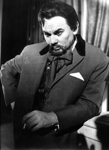Анатолий Григорьевич не только ставил спектакли, но и создавал яркие, глубокие образы на сцене, например, доктора Астрова.