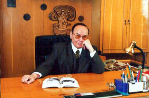 45 лет Анатолий Новиков возглавлял Крымский русский драматический театр.