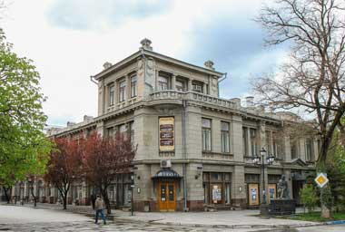 Репертуарная афиша театра насыщенна и разнообразна