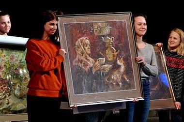 Ещё десять прекрасных полотен художника будут украшать фойе театра