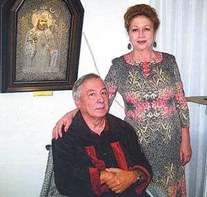 С женой Натальей на выставке икон