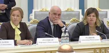 Профессор А. Рудяков среди участников большого разговора